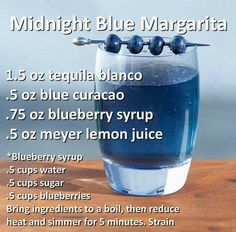 Midnight Blue Margarita Alkoholische Getränke St Patricks Day Cocktail Recipes for a Crowd St Patrick's Day Cocktails, Cocktail Drinks, Alcholic Drinks, Non Alcoholic Drinks, Liquor Drinks, Beverages, Licor Baileys, Cocktail Recipes For A Crowd, Alcohol Drink Recipes