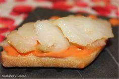 Montadito de bacalao ahumado y crema de tomate raft