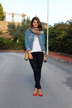Need some nice black actual jeans and some adorable red pointy flats! Sual outfits need some nice black actual jeans and some adorable red pointy flats! Womens Fashion For Work, Latest Fashion For Women, Red Flats Outfit, Outfits With Red Shoes, Casual Outfits, Cute Outfits, Fashion Outfits, Fashion Tips, Looks Pinterest