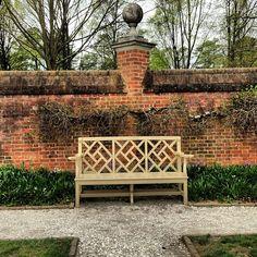 beautiful gardens of the Govenor's Palace in Colonial Williamsburg, VA. Williamsburg Virginia, Colonial Williamsburg, Colonial Garden, Dutch Colonial, Landscape Design, Garden Design, Brick Garden, Garden Walls, Far Hills