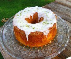 Bolo de limao para o cafe da tarde Other Recipes, My Recipes, Cake Recipes, Cooking Recipes, Favorite Recipes, Food Cakes, Cupcakes, Cupcake Cakes, Cheesecake