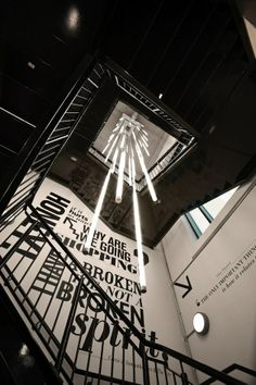 The Home Quarter shop light installation - iluminação para a escada