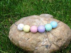 Jarní+náhrdelník+z+pastelových+korálků+Pastelový+náhrdelník+z+dřevěných+korálů.+Korále+jsou+lehké,+nabarvené+akrylovou+barvou+a+pečlivě+přelakované+lesklým+lakem.+Velikost+a+počty+korálků:+6x20mm.+Každý+náhrdelník+je+ruční+výroba+a+je+originál.+Na+některých+korálcích+prosvítá+dřevěná+struktura+na+některých+méně.