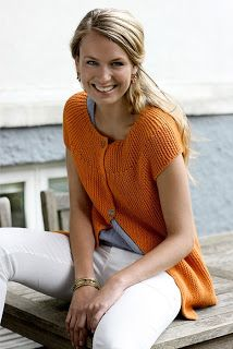 Retstrikket sommertop - Hendes Verden I love this pattern but need it translated into English! Knitting Patterns Free, Knit Patterns, Free Knitting, Free Pattern, Crochet Woman, Knit Or Crochet, Only Cardigan, Summer Cardigan, Knit Fashion