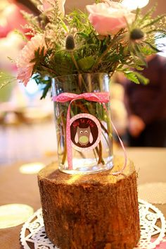 Only Like the idea of using the wood stump/branch as display tiers