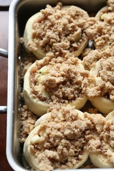 Crumb Cinnamon Rolls Apple Crumb Cinnamon Rolls are soft, delicious cinnamon rolls filled with diced apples and topped with crumb topping.Apple Crumb Cinnamon Rolls are soft, delicious cinnamon rolls filled with diced apples and topped with crumb topping. Apple Recipes, Baking Recipes, Dessert Recipes, Dessert Food, Party Desserts, Yummy Recipes, Simply Recipes, Fall Desserts, Fudge