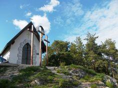 kaplnka a kalvária nad obcou Lisková