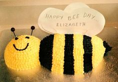 Bzzzzz - Bee cake I made for my birthday cake. More in my website Bzzzzz - Bee cake I made for my niece Bzzzzz - Bee cake I made for my niece Kindergeburtstag. Bee Birthday Cake, Bithday Cake, Baby First Birthday, First Birthday Parties, First Birthdays, Daisy Party, Bee Party, Bumble Bee Cake, Kids Party Themes