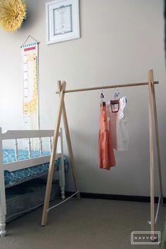 DIY-$20-Wooden-Kids-Clothing-Rack-Make-in-Under-an-Hour