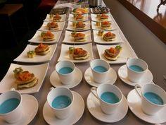 Davivienda 30 px   Sandwich en tostada francesa al vino blanco con jamon de cerso premium, queso mozarella y tomates al sarten agridulces /  fruta fresca  Guanabana baby blue
