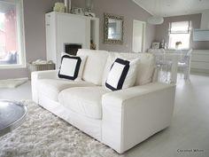 Coconut White: Olohuoneen teetetyt mustavalkoiset verhot ja tyynynpäälliset