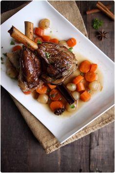 PIERNA DE CORDERO CONFITADA CON OPORTO Y ESPECIAS DULCES ( Manches de gigot d'agneau confits au porto blanc et épices douces) #recetas #recettes