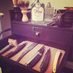 Tutto al suo posto ! Serata Finita  #rasoio #barba #baffi #rasatura #deard #RebelMoustache #barber #barbiere #shop #rasare #style #manstyle #manstuff #Milano #Padova #Bologna #magazine #ilrasoio #wetshaving #shaving #mensgrooming #shavelikeaman #mancave #coolstuff #shaveden #wetshavingproducts #shavingbrush #mensfashion #Baffi Grazie a @rzrrestoration