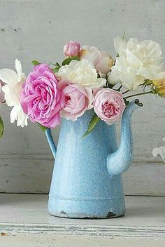 Decorative Country Living - Vintage - Enamelware with peonies