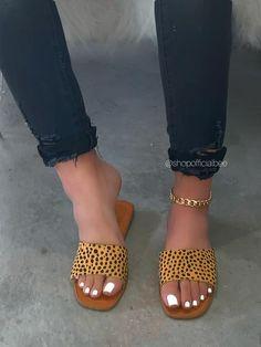 Please read shoe size description before placing your Pretty Sandals, Simple Sandals, Cute Sandals, Cute Shoes Flats, Comfy Shoes, Fashion Sandals, Sneakers Fashion, Slipper Sandals, Timberlands Shoes