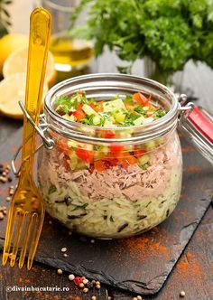 SALATA DE TON CU OREZ SI ARDEI | Diva in bucatarie Good Food, Yummy Food, Tasty, Romanian Food, Healthy Salad Recipes, What To Cook, Main Dishes, Food And Drink, Cooking Recipes