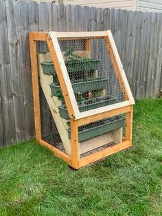 Strawberry Planters Diy, Strawberry Garden, Fruit Garden, Edible Garden, Garden Yard Ideas, Garden Boxes, Lawn And Garden, Garden Projects, Wood Planters