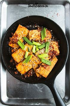 I know that tofu evokes extreme emotions. Unconvinced people in the vegan cuisine think that it is terrible and avoid Vegetarian Recipes, Snack Recipes, Cooking Recipes, Healthy Recipes, Tofu, Healthy Eating, Clean Eating, Tortilla, Yummy Eats