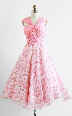 1950's Cupcake Dress #floral #dress #1950s #partydress #vintage #frock #retro #sundress #floralprint #petticoat #romantic #feminine #fashion