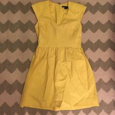 French Connection yellow dress size 6 A super cute French connection dress. This dress is in great condition and perfect for spring and summer!! It's a size 6 and it's made of a thick quality material and it is fully lined. It's 33.5 inches in length. It has cap sleeves and a v-neck. It's a very flattering fit! Material is 98% cotton and 2% elastane. This would easily fit a 4 or a 6. French Connection Dresses Mini