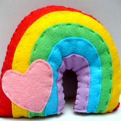 Arco íris de feltro colorido