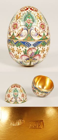 A Russian gilded silver and shaded cloisonne enamel egg by Feodor Ruckert, Moscow, circa 1896-1908. Decorated with a shaded cloisonne enamel flowers and geometric designs against cream ground