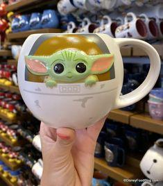 Disney World Merchandise, Disney Cups, Avatar Cartoon, Star Wars Decor, Baby Yoga, Cute Polymer Clay, Star Wars Baby, Pop Dolls, Cute Mugs