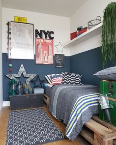 7 Awesome Gender-Neutral Kids Bedroom Ideas That'll Win You Over - Jungszimmer - Bedroom Decor Boys Bedroom Paint, Blue Bedroom Decor, Girls Bedroom, Bedroom Wall, Boys Bedroom Ideas Tween, Boys Room Paint Ideas, Budget Bedroom, Bedroom Themes, Diy Bedroom