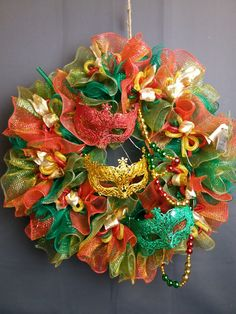 Deco Mesh Crafts, Deco Mesh Wreaths, Fall Decor, Holiday Decor, Mesh Ribbon, Ideas Para Fiestas, Mardi Gras, Christmas Wreaths, Burlap