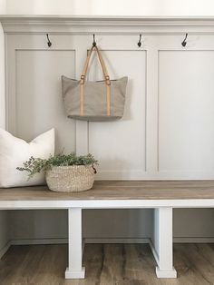 My favorite neutral paint colors and stains - The best modern farmhouse paint colors and diy weathered wood stain. Best Gray Paint Color, Best Neutral Paint Colors, Best White Paint, Paint Colours, Modern Colors, Stain Colors, Anew Gray Sherwin Williams, Weathered Wood Stain, Oak Stain