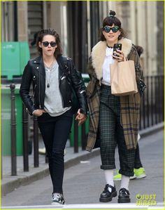KStew knows how to dress cool and cazh but the other Soko creature. Yucky......~=EE