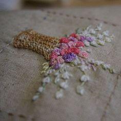 #연두공방 #자수 #프랑스자수 #서양자수 #자수타그램 #입체자수 #embroider #embroidery #handembroidery #handstitched #stitching #stitch #bordado #embroideryart #broderie #ricamo  김포로 되돌아갈뻔 했다.강풍이 불어서 그렇게 무서븐 랜딩은 처음이었다..후덜덜