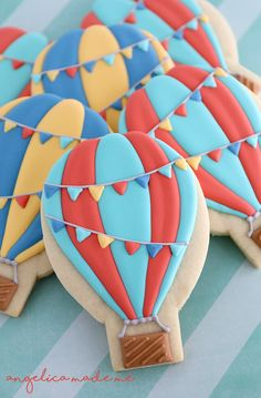Up up and away! Hot air balloon decorated sugar cookies for a fun birthday party. Great paired with cloud shaped cookie pops.