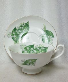 SHELLEY LILY OF THE VALLEY LINCOLN SHAPE TEA CUP & SAUCER circa 1963-1966 PINGS! #Shelley