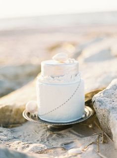Sea-inspired cake | Opulent Seaside Wedding Inspiration | Judy Pak Photography