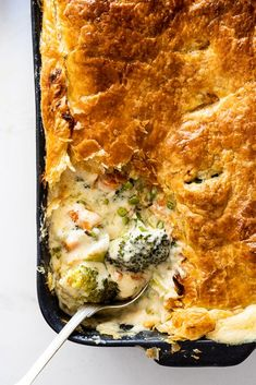 This creamy vegetarian pot pie is the ultimate dinner recipe Filled with fresh vegetables creamy cheese sauce and topped with puff pastry potpie potpierecipe Tasty Vegetarian Recipes, Vegetarian Recipes Dinner, Veggie Recipes, Cooking Recipes, Healthy Recipes, Vegetarian Pot Pies, Vegetarian Shepherds Pie, Vegetarian Comfort Food, Vegetable Recipes For Dinner