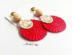 Anabel Hecho a Mano ( Bead Embroidery Jewelry, Textile Jewelry, Fabric Jewelry, Beaded Embroidery, Jewellery, Handmade Accessories, Handmade Jewelry, Beaded Earrings, Crochet Earrings
