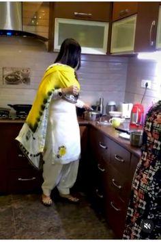 Punjabi Suit Boutique, Punjabi Suits Designer Boutique, Indian Designer Suits, Punjabi Suit Simple, Simple Pakistani Dresses, Embroidery Suits Punjabi, Embroidery Suits Design, Trendy Suits, Stylish Suit