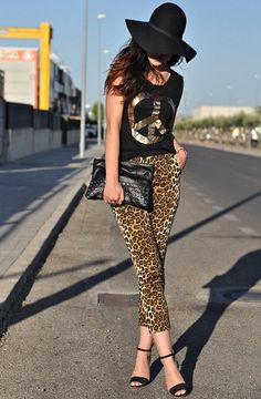 Amazing collection make Fashion Diva for you 32 street style look ideas with leopard print details. Leopard print details are going to be fashionable Leopard Print Outfits, Leopard Pants, Animal Print Outfits, Leopard Fashion, Animal Print Fashion, Animal Prints, Jeans Petite, Look Legging, Look Fashion