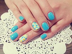 blue nails with accent daisy nail