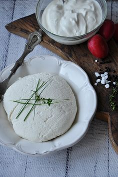 Ja zrobić domowy twaróg? #wyrobydomowe Make Cream Cheese, Czech Recipes, Polish Recipes, Polish Food, How To Make Cream, Appetisers, Quick Easy Meals, Appetizer Recipes, Feta