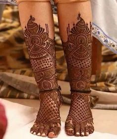 Pick a design and leave it on our Mehendi Expert. Plan your wedding with us now at Bookeventz! Wedding Henna Designs, Mehndi Designs Feet, Latest Bridal Mehndi Designs, Indian Mehndi Designs, Legs Mehndi Design, Engagement Mehndi Designs, Mehndi Designs 2018, Mehndi Design Pictures, Mehndi Designs For Girls