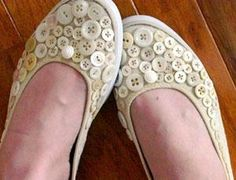 (::)  Very cute!  simple  canvas shoe.   button revamp.