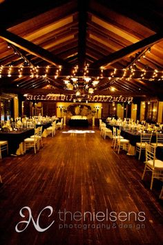 This is the reception look that I would kill for! Historic Dubsdread Ballroom: Orlando, FL