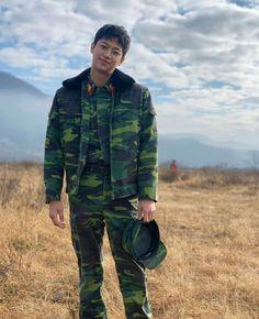 Watch Korean Drama, Korean Drama Movies, Hyun Bin, Asian Actors, Korean Actors, Go Kyung Pyo, Lee Shin, Netflix, Young Actors