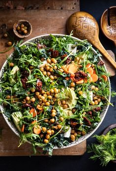 Super Green Sun-Dried Tomato Herb Salad with Crispy Chickpeas. - Healthy Super Green Sun-Dried Tomato Herb Salad with Crispy Chickpeas Healthy Salad Recipes, Vegetarian Recipes, Cooking Recipes, Healthy Caesar Salad, Arugula Salad Recipes, Chickpea Salad Recipes, Green Salad Recipes, Cooking Pork, Spinach Recipes