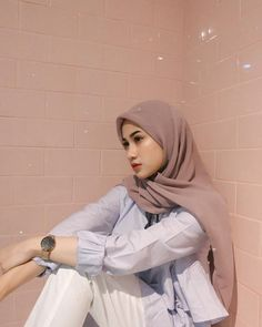 Casual Hijab Outfit, Ootd Hijab, Hijab Chic, Street Hijab Fashion, Fashion Outfits, Ootd Poses, Hijab Style Dress, Outfit Look, Business Casual Attire