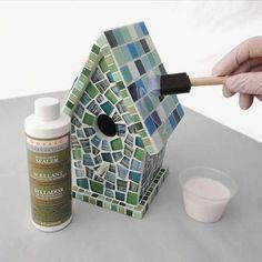 Bird House Kits Make Great Bird Houses Mosaic Birds, Mosaic Wall, Mosaic Glass, Paper Mosaic, Stained Glass, Bird House Plans Free, Bird House Kits, Bird Houses Painted, Bird Houses Diy