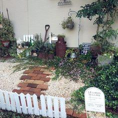 49 trendy home small garden patio Garden Paths, Garden Landscaping, Dream Garden, Home And Garden, Bathroom Wall Colors, Home Exterior Makeover, Jewelry Organizer Wall, Trendy Home, Flower Beds