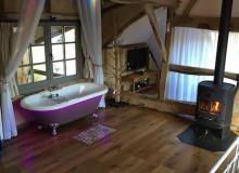 The love bubble een romantische overnachting b b hotels holland bijzondere overnachtingen - Romantische witte bed ...